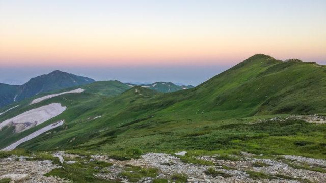 飯豊山・左から大日岳、真ん中、御西岳、右に飯豊山
