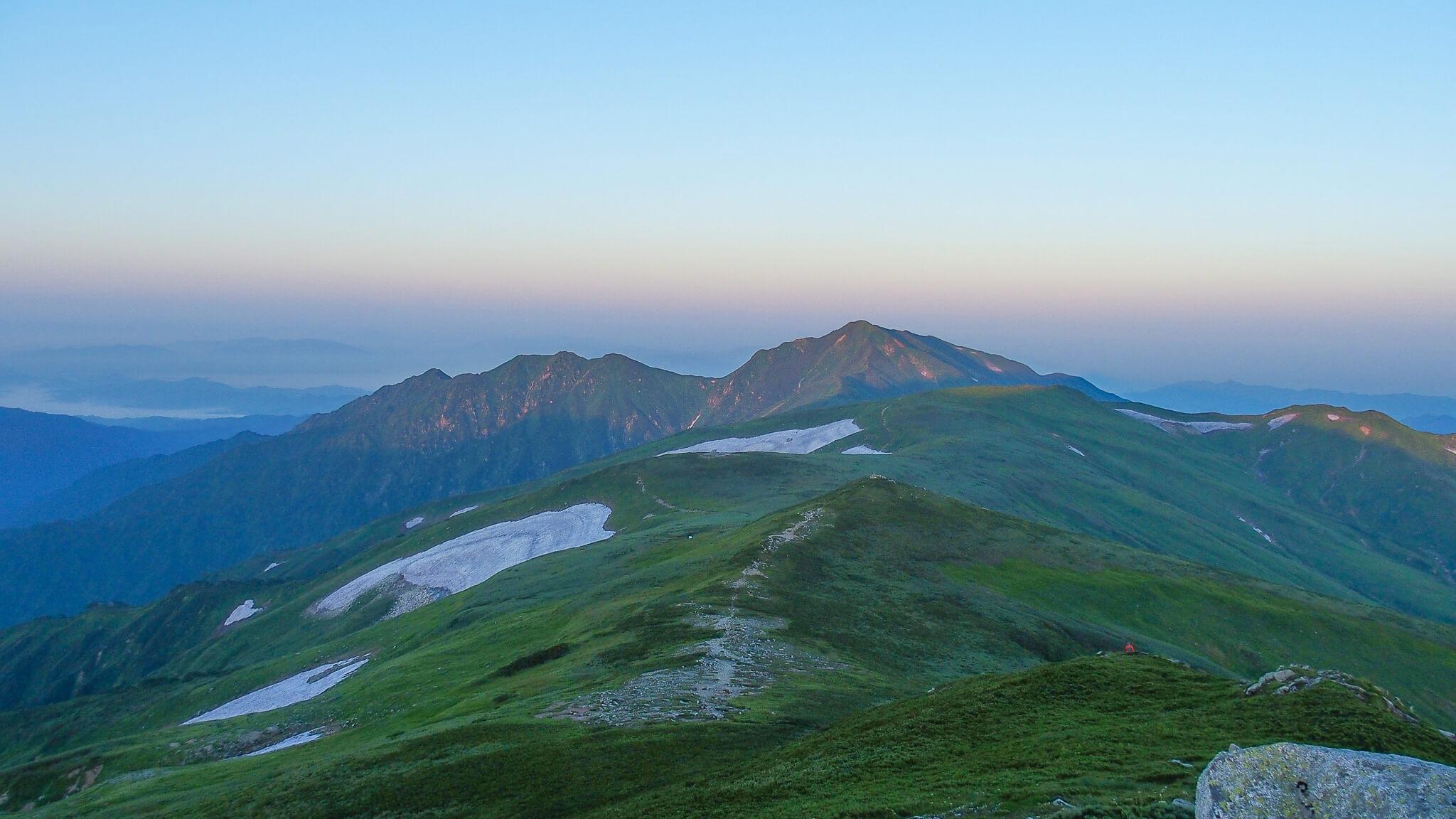 飯豊山・山頂からの駒形山、御西山、大日岳
