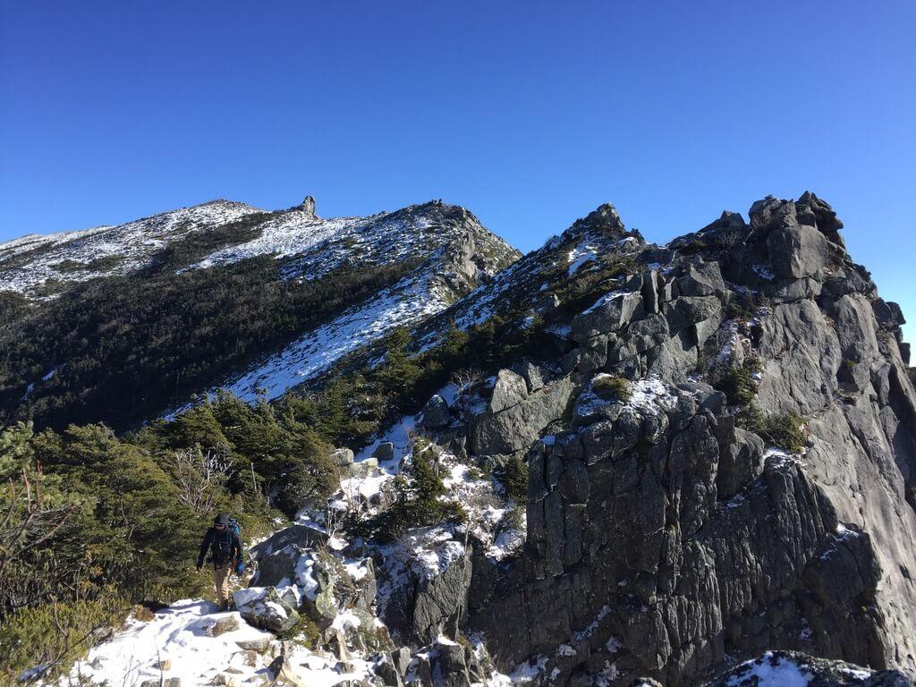 金峰山・金峰山に至る稜線