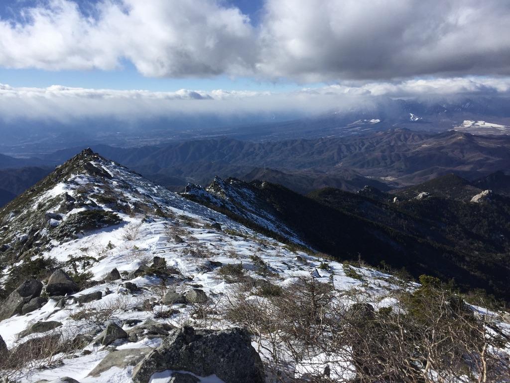 金峰山・金峰山から帰りの稜線