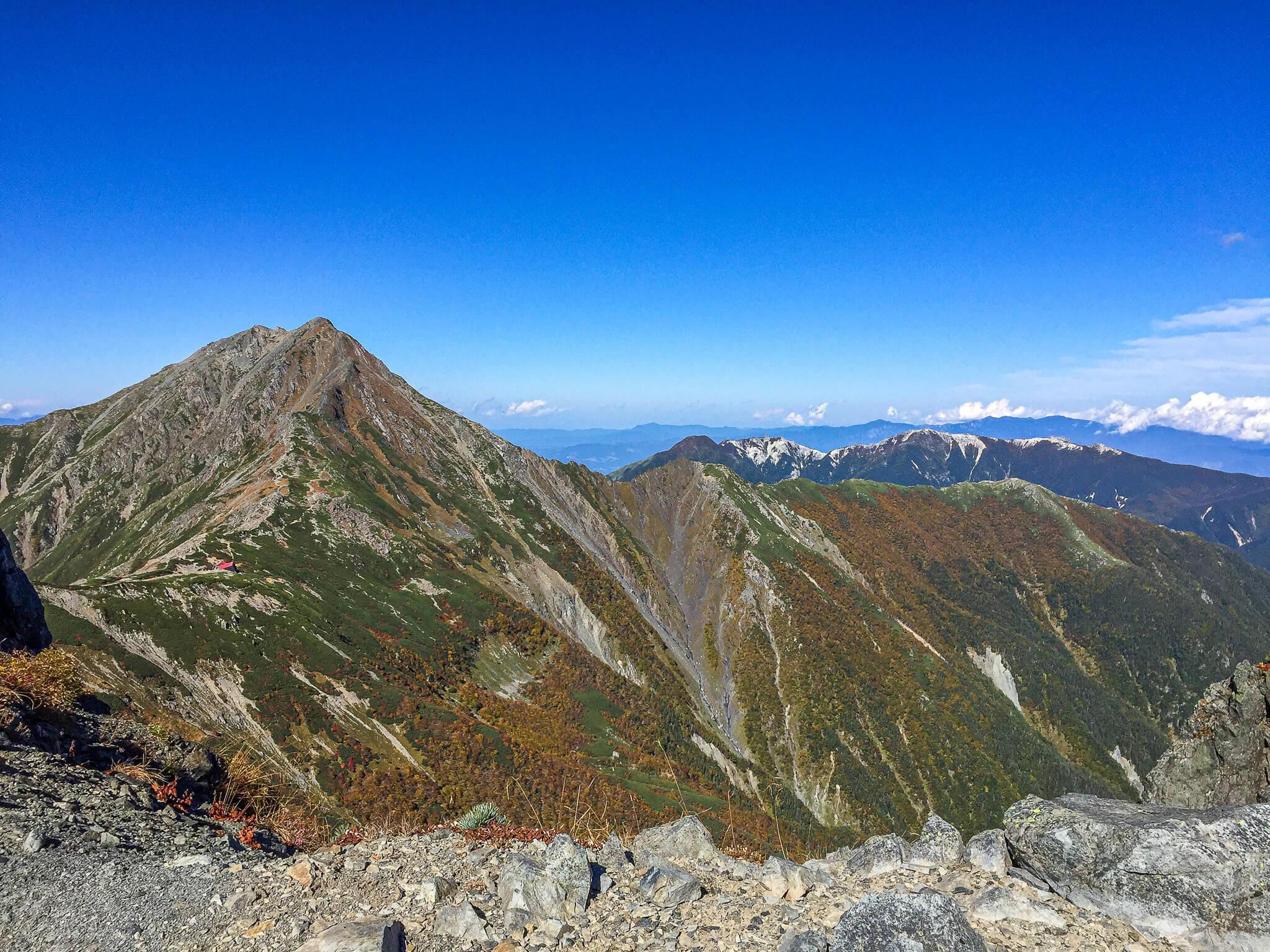 北岳・中白根山からの北岳(左)、鳳凰三山(右奥)
