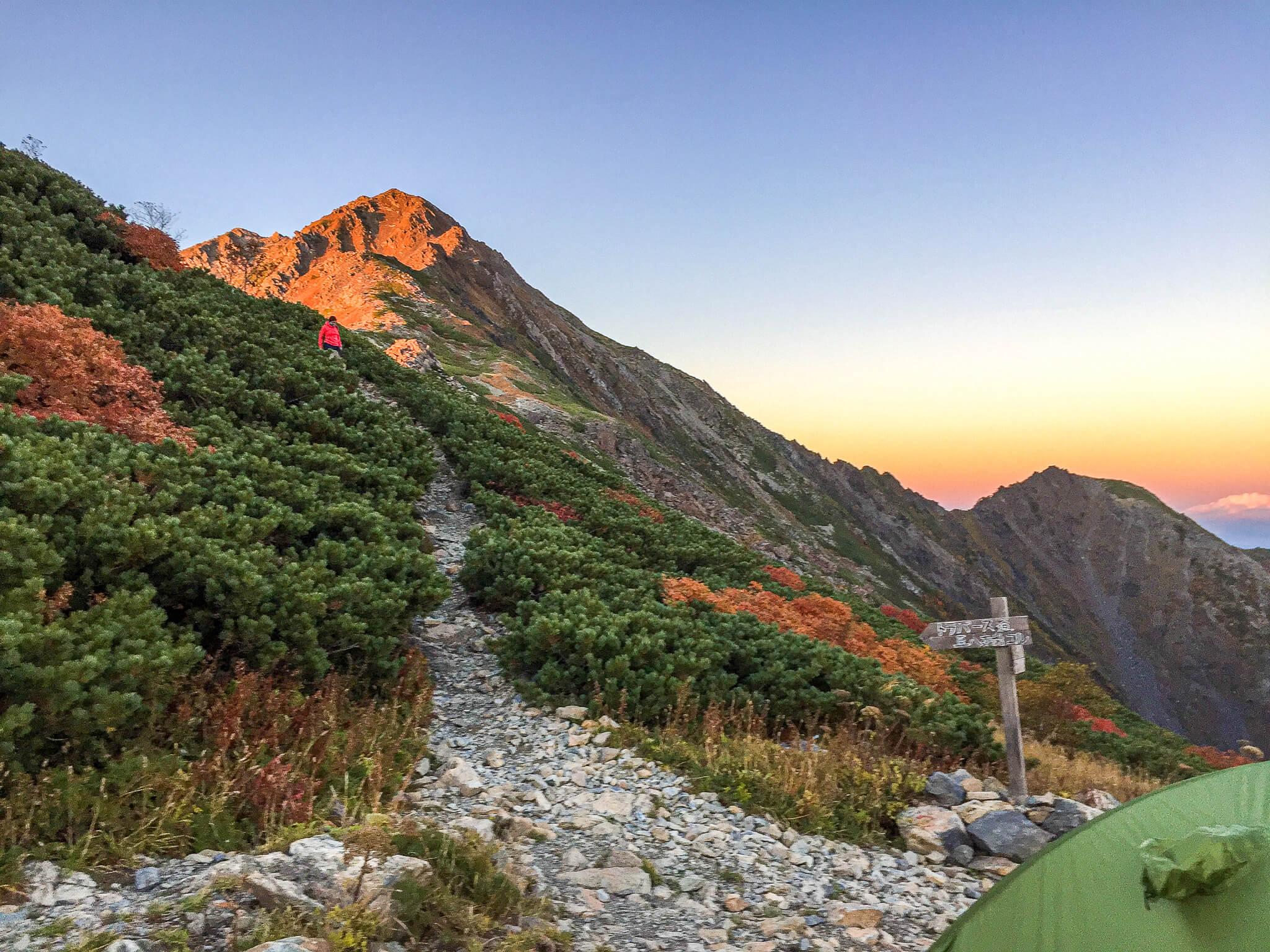 北岳・北岳山荘からの夕日に染まる北岳