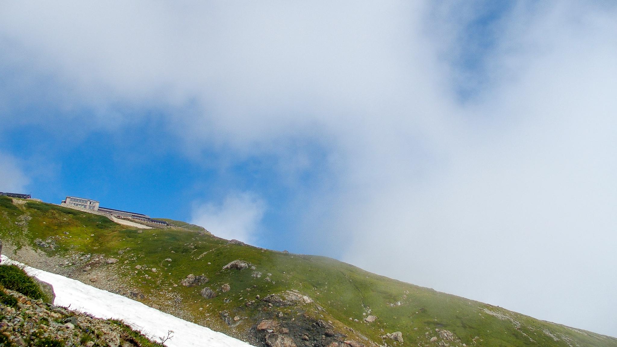 白馬岳・村営頂上宿舎が見えた!