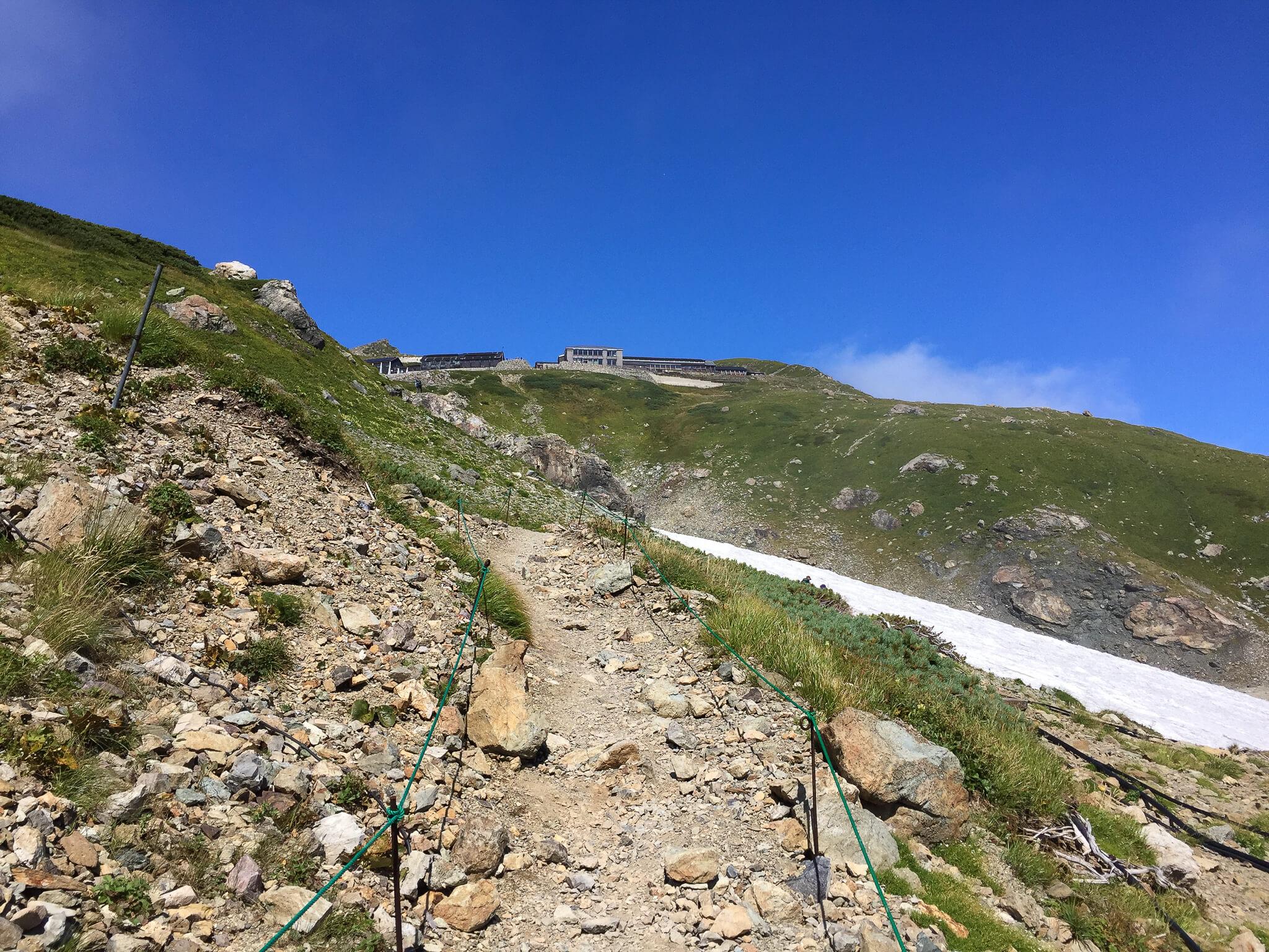 白馬岳・村営白馬岳頂上宿舎から白馬山荘へ向かいます