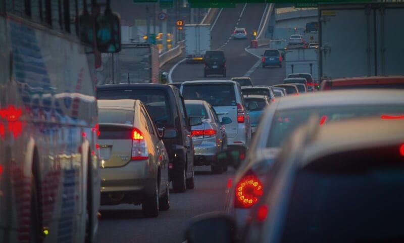 山の帰りの交通渋滞
