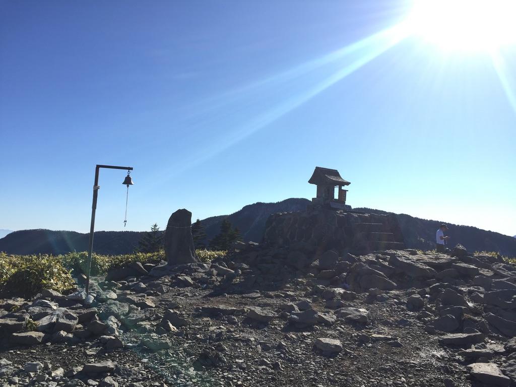 四阿山・根子岳山頂の鐘