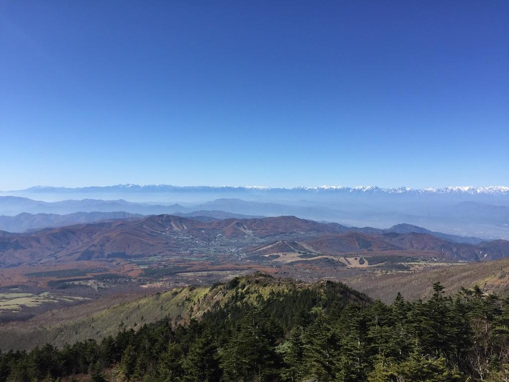 四阿山・四阿山山頂からの景色。山がきれい