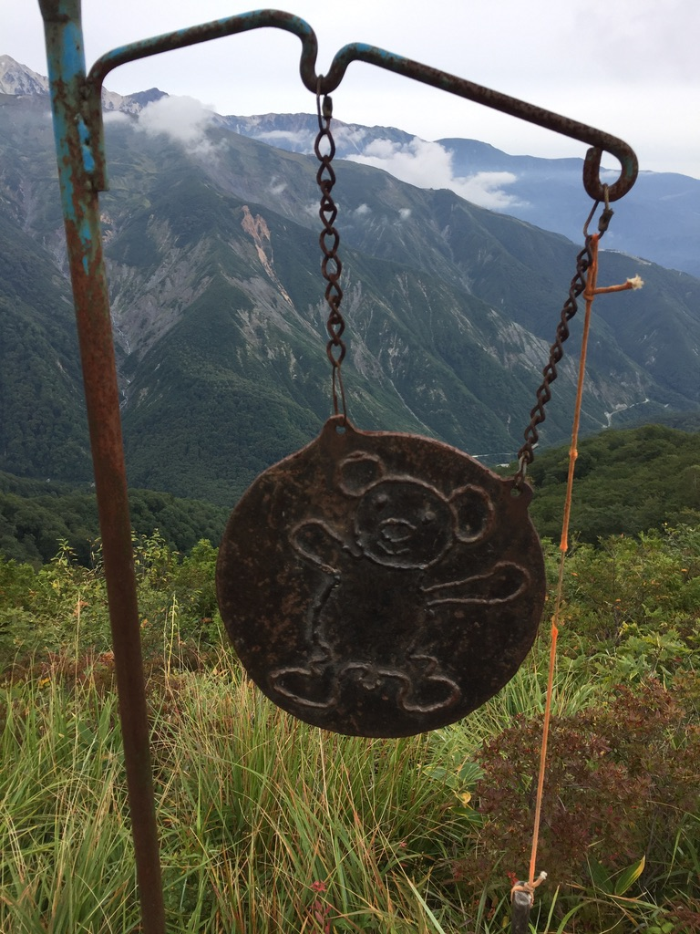 五竜岳・五竜とおみ遊歩道のクマさんの鐘