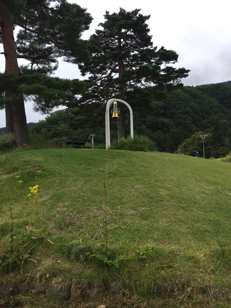 五竜岳・白馬五竜高山植物園・エスカルガーデンの幸せの鐘