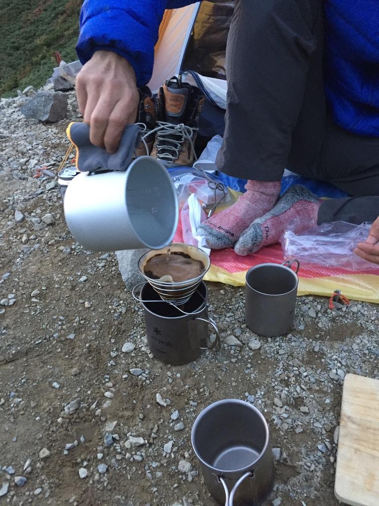 五竜山荘で食後のコーヒー