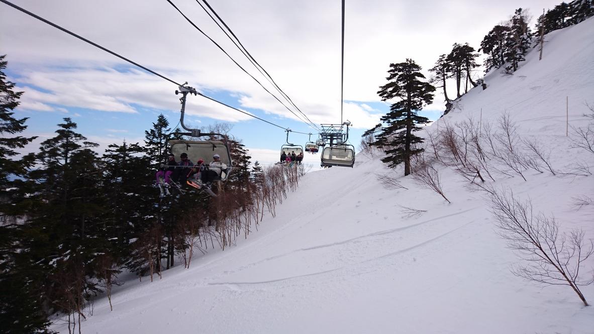 武尊山・川場スキー場のリフトにのって