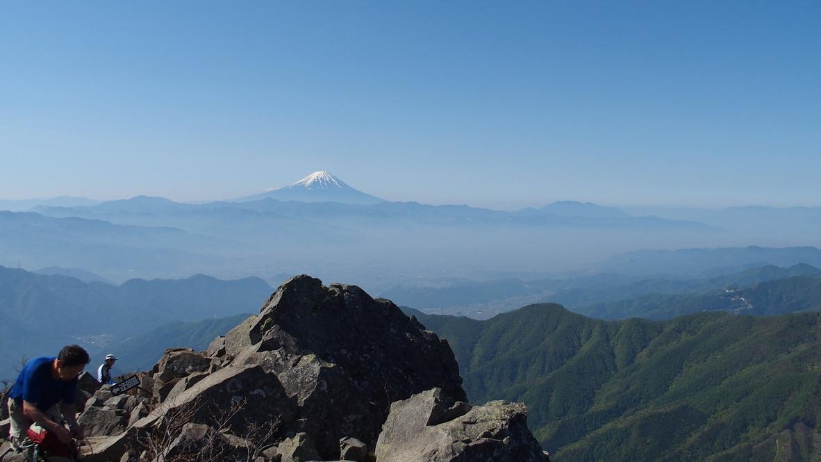 乾徳山・乾徳山山頂からの富士山