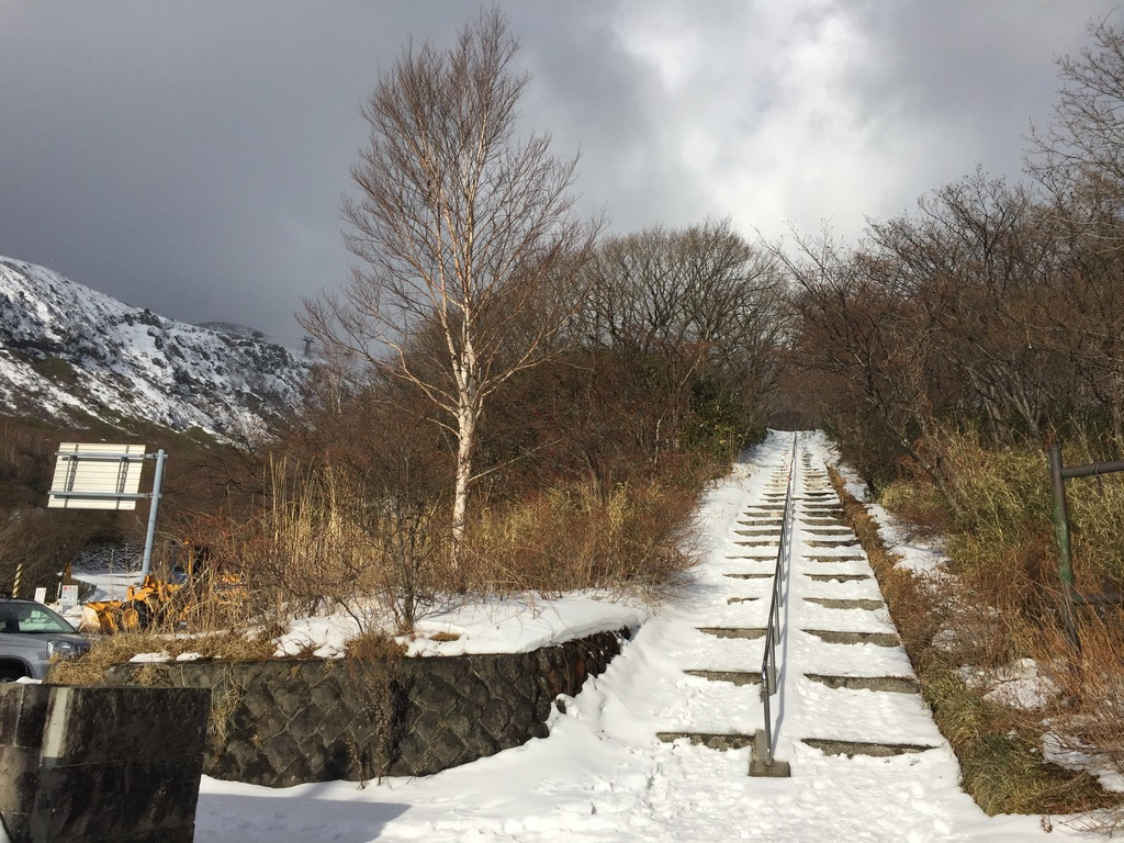 那須岳・峠の茶屋に至る道