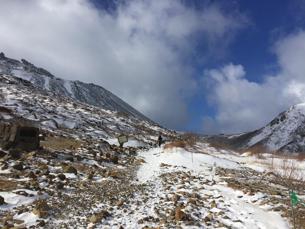 那須岳・茶臼岳、峰の茶屋跡避難小屋に至る道
