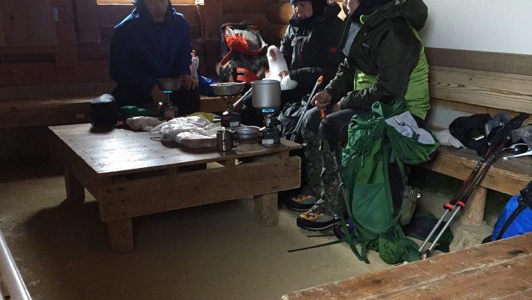 那須岳・峰の茶屋跡避難小屋の先客