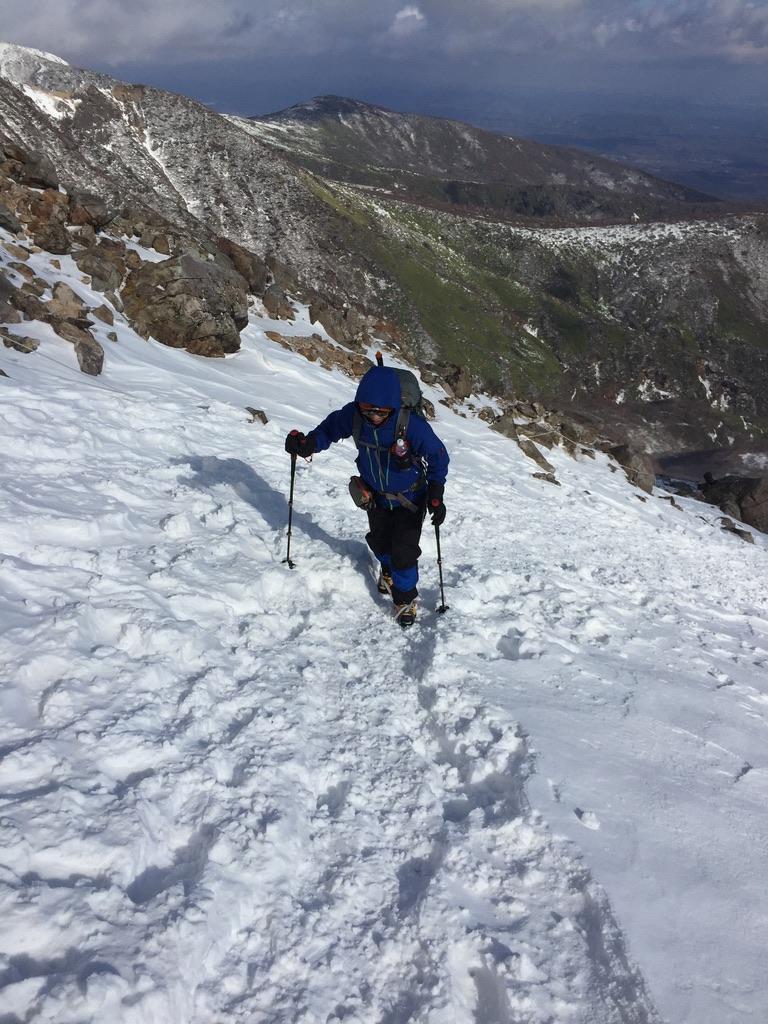 那須岳・茶臼岳、一歩一歩進みます。