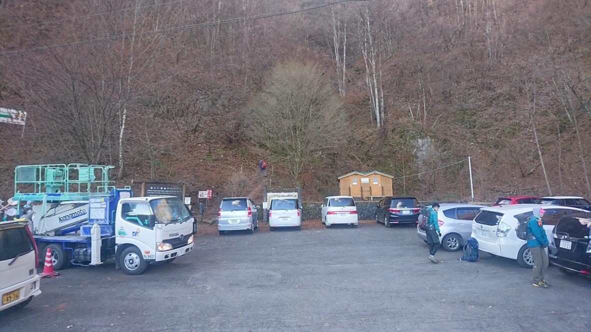 両神山・八丁トンネル登山口駐車場