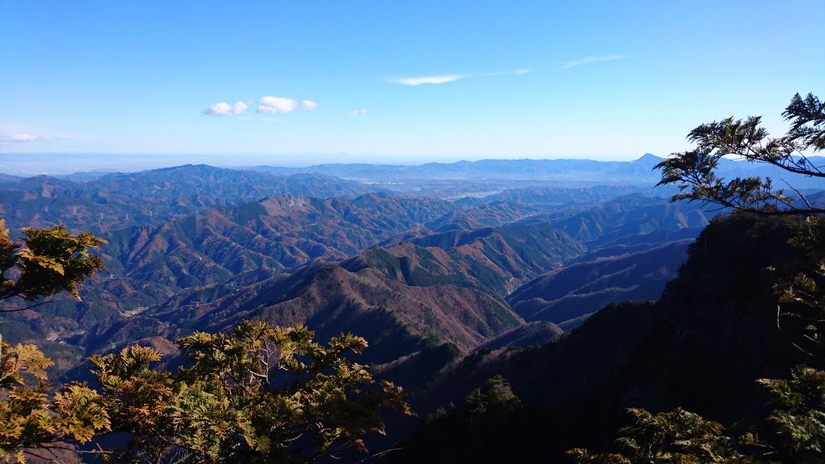 両神山・両神山へ至る道から望む秩父の山々2