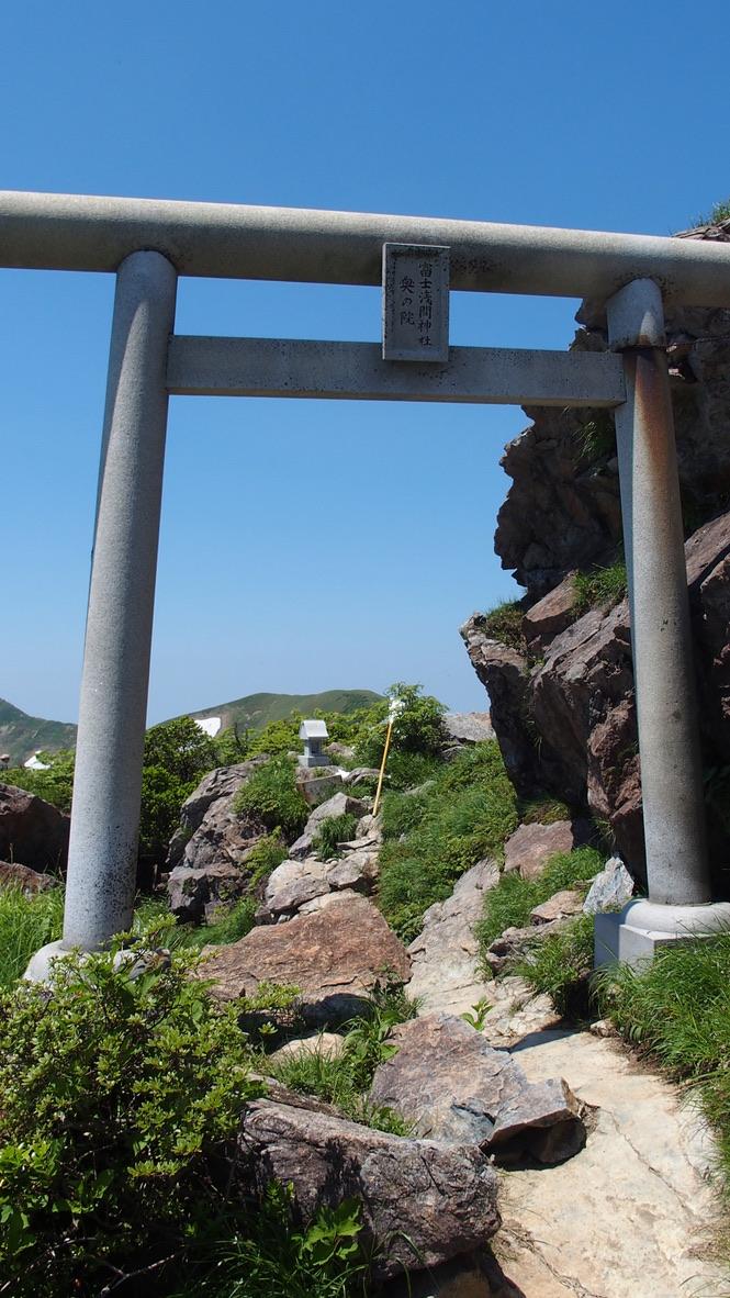 谷川岳・谷川岳オキノ耳先にある富士浅間神社奥の院