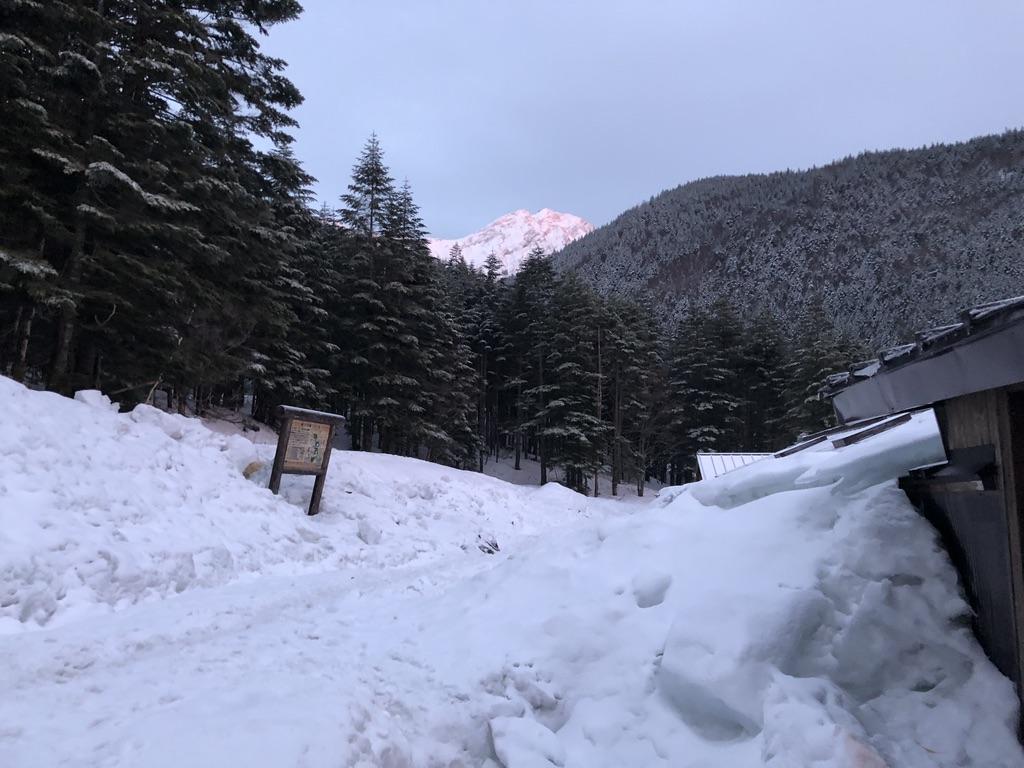 赤岳鉱泉からの夕日に染まる赤岳