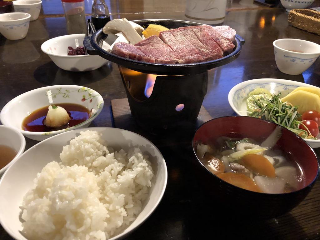 赤岳鉱泉・晩御飯は山と食欲とわたしにも出てきたステーキです!