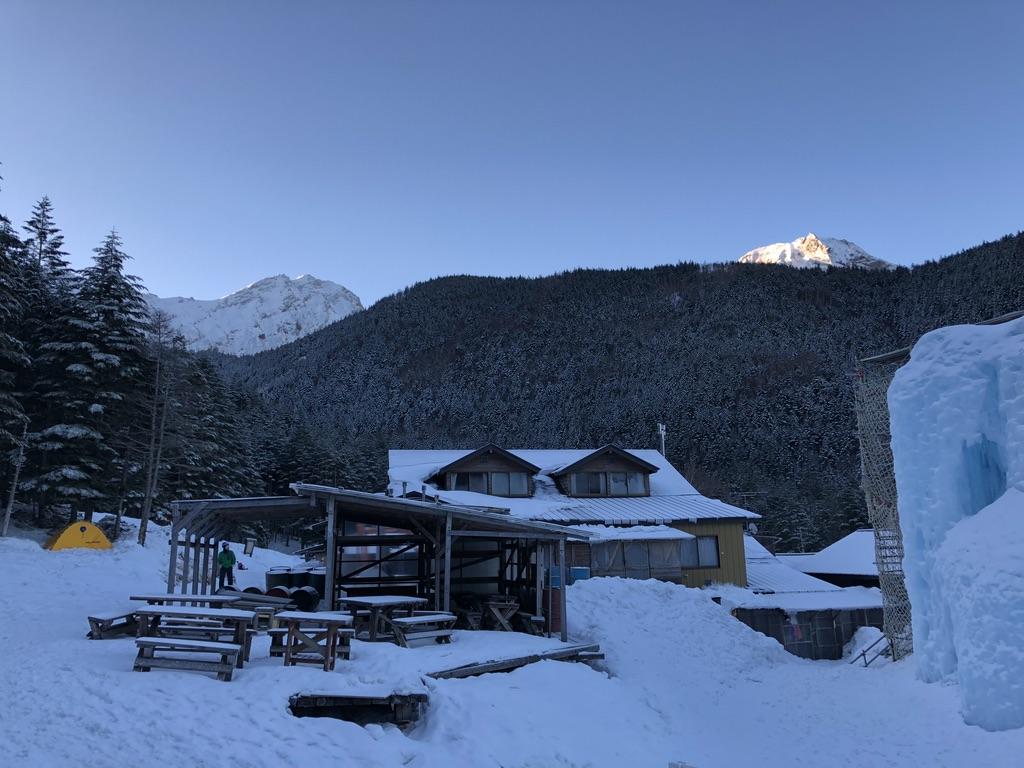 赤岳鉱泉からの赤岳と阿弥陀岳