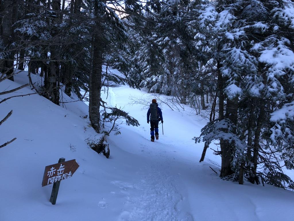 行者小屋から赤岳アタック・文三郎尾根に向かいます