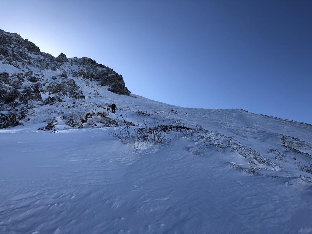 文三郎尾根・中岳からの道と文三郎尾根の合流地点、見えました