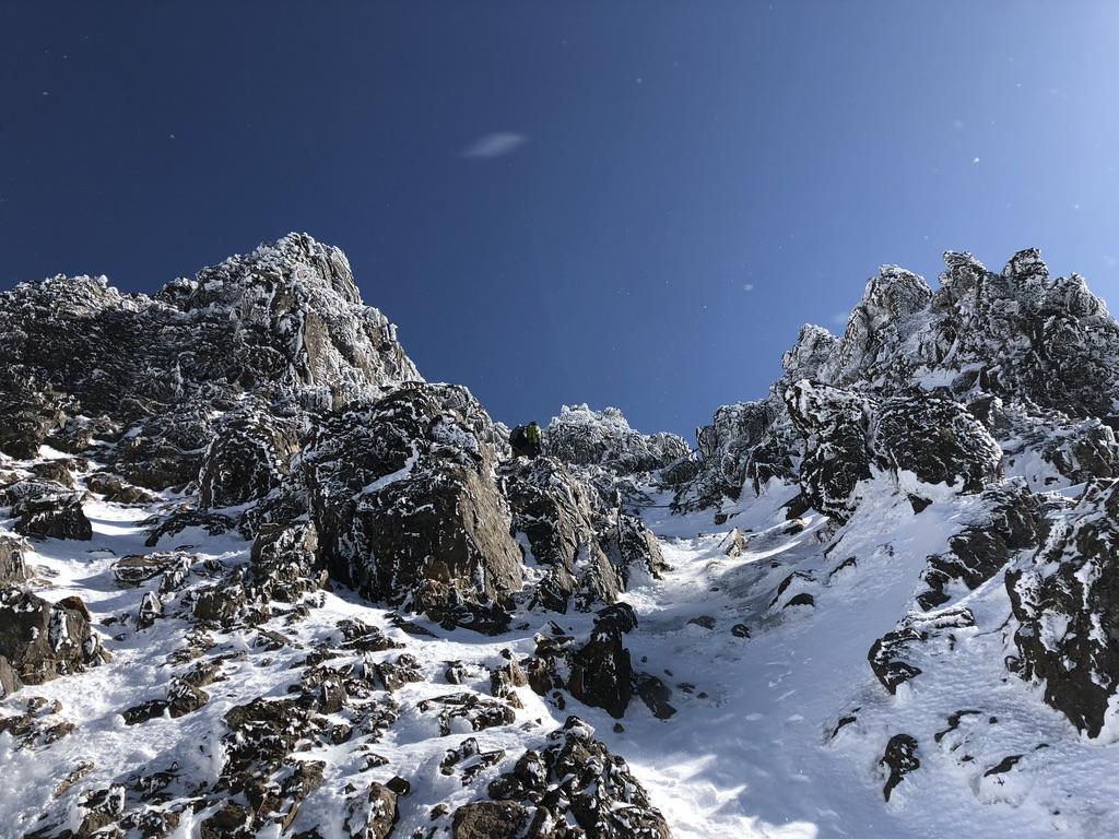 赤岳頂上アタック・気を付けながら登ります