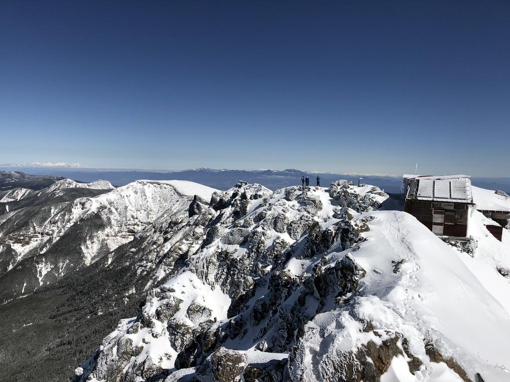 赤岳頂上山荘に移動しましょう