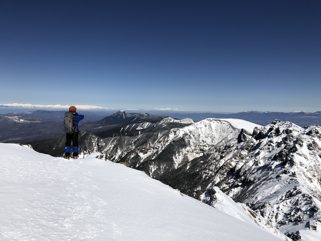 赤岳山頂から横岳・硫黄岳を望む