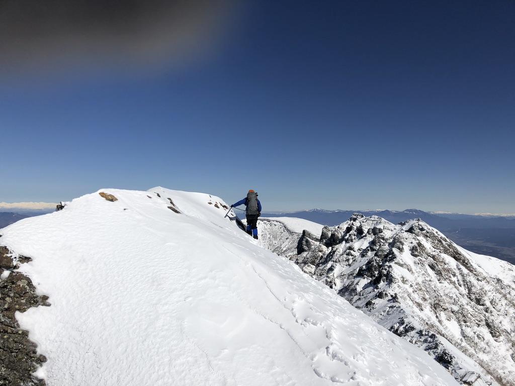 赤岳山頂から赤岳天望荘向かいます・恐怖!