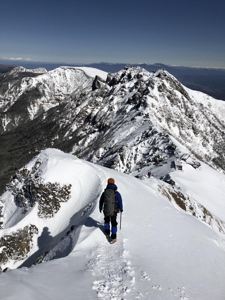 赤岳山頂から赤岳天望荘・滑って落ちたらサヨウナラ