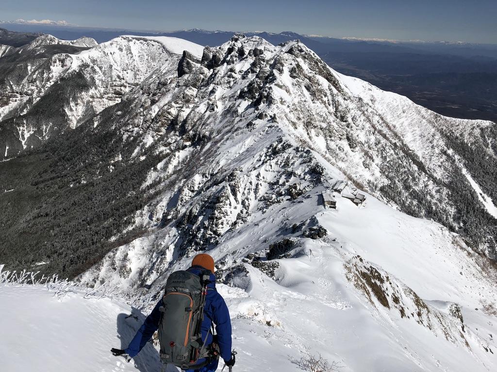 赤岳山頂から赤岳天望荘・横岳、硫黄岳、絶景です