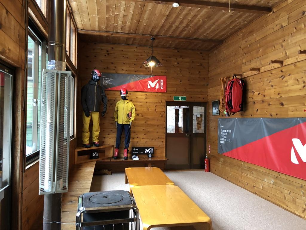 赤岳鉱泉・下の棟の談話室