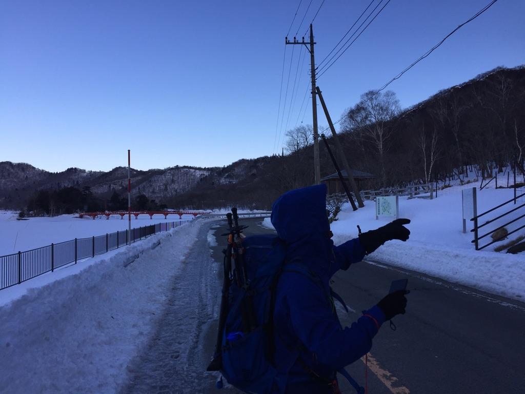 赤城大沼脇を歩き、黒檜山登山口を目指す