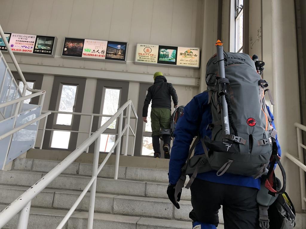 木曽駒ケ岳・しらび平駅のロープウェイ乗り場へGo