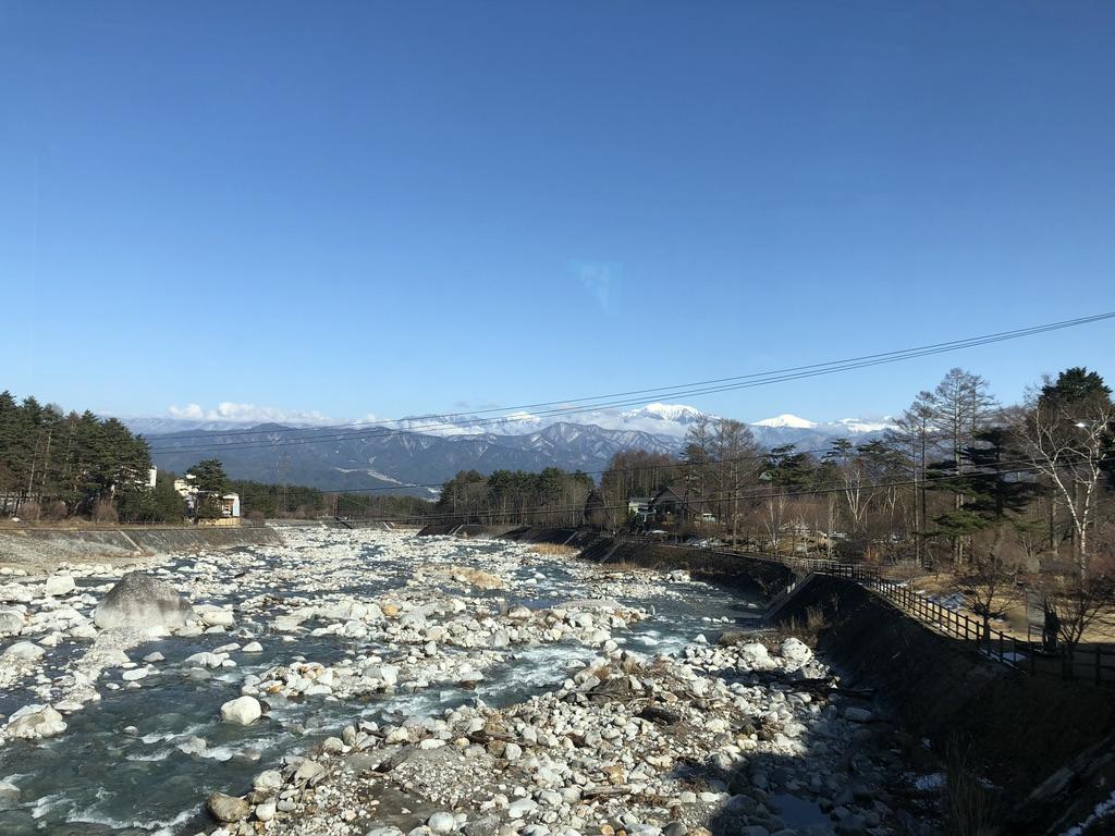 木曽駒ケ岳・菅の台バスセンター近くの河原と南アルプス