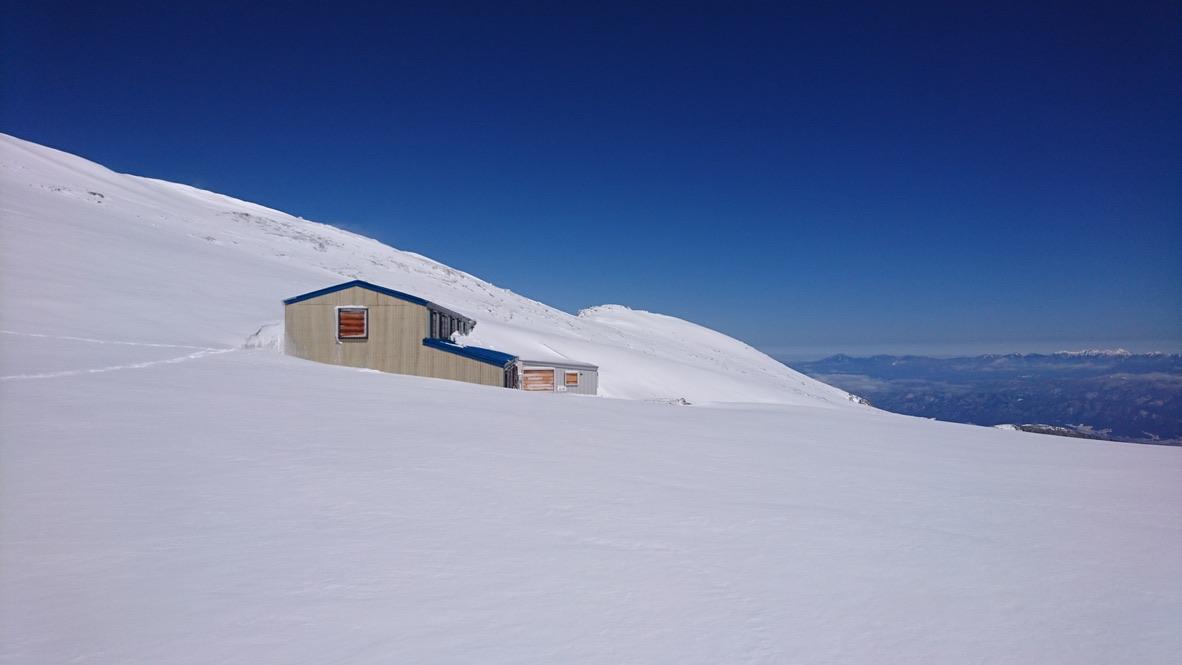 木曽駒ケ岳・青い山小屋・駒ヶ岳頂上山荘・埋もれてる