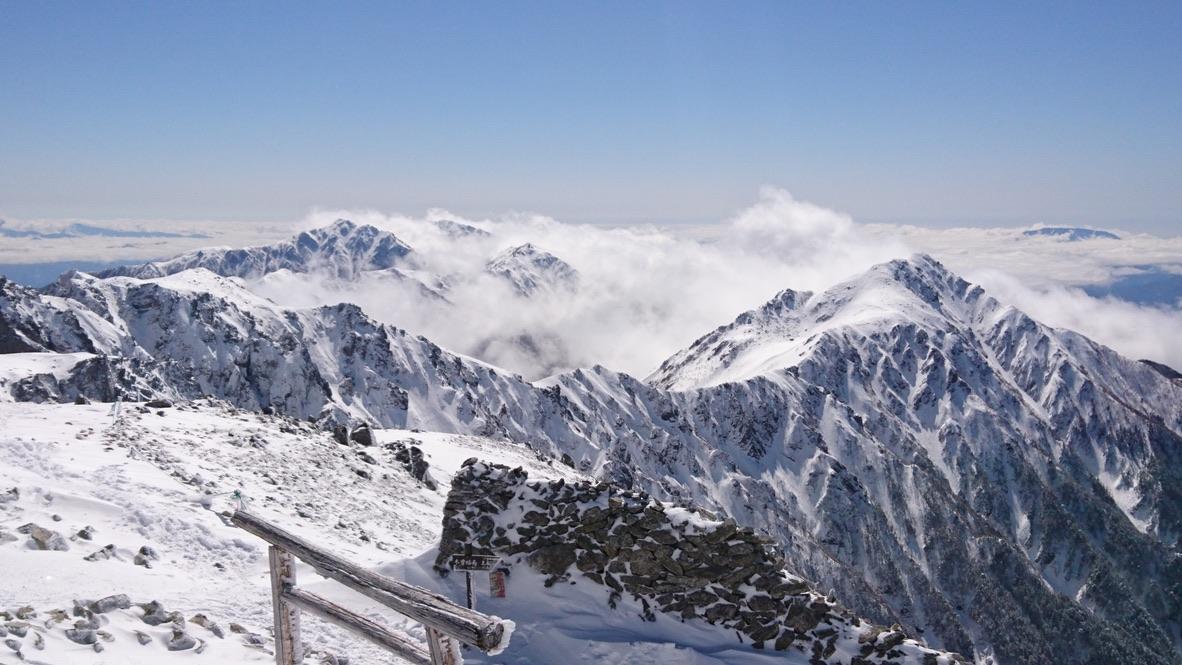 木曽駒ケ岳・山頂からの宝剣岳・スゴいことになっている
