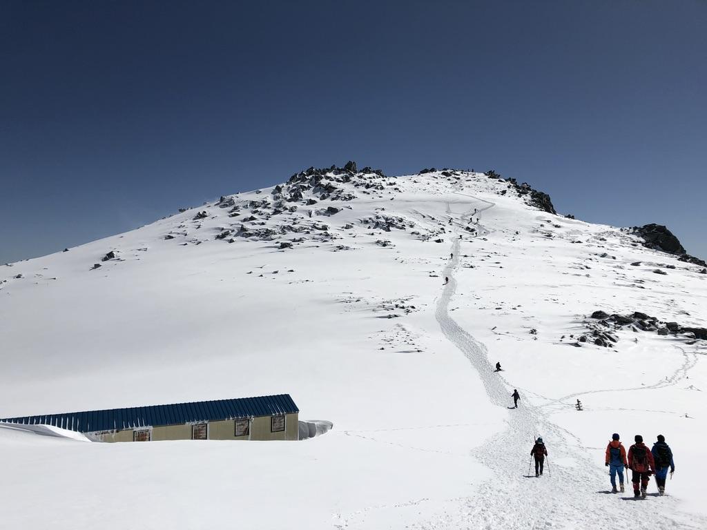 木曽駒ケ岳・青い山小屋・駒ヶ岳頂上山荘・埋もれてます