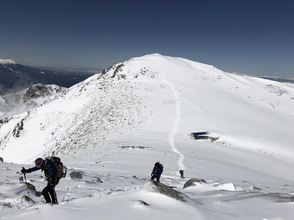 木曽駒ケ岳・殺人事件被害者、中岳山頂到着