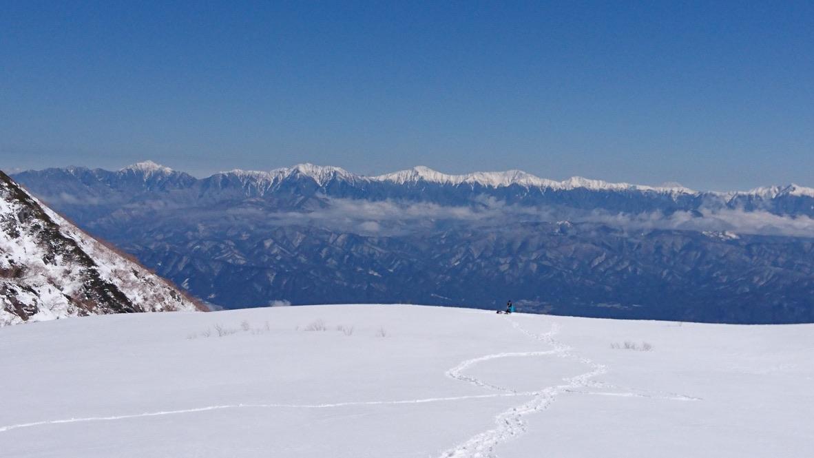 木曽駒ケ岳・千畳敷カールの特等席から南アルプスを望む