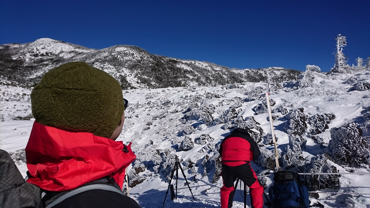 北横岳・雪に見とれて歩きます