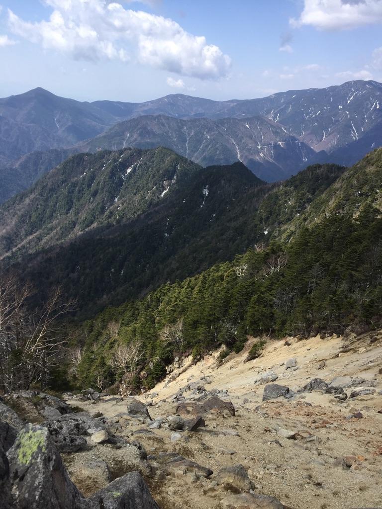 甲武信ヶ岳・徳ちゃん新道の先の景色