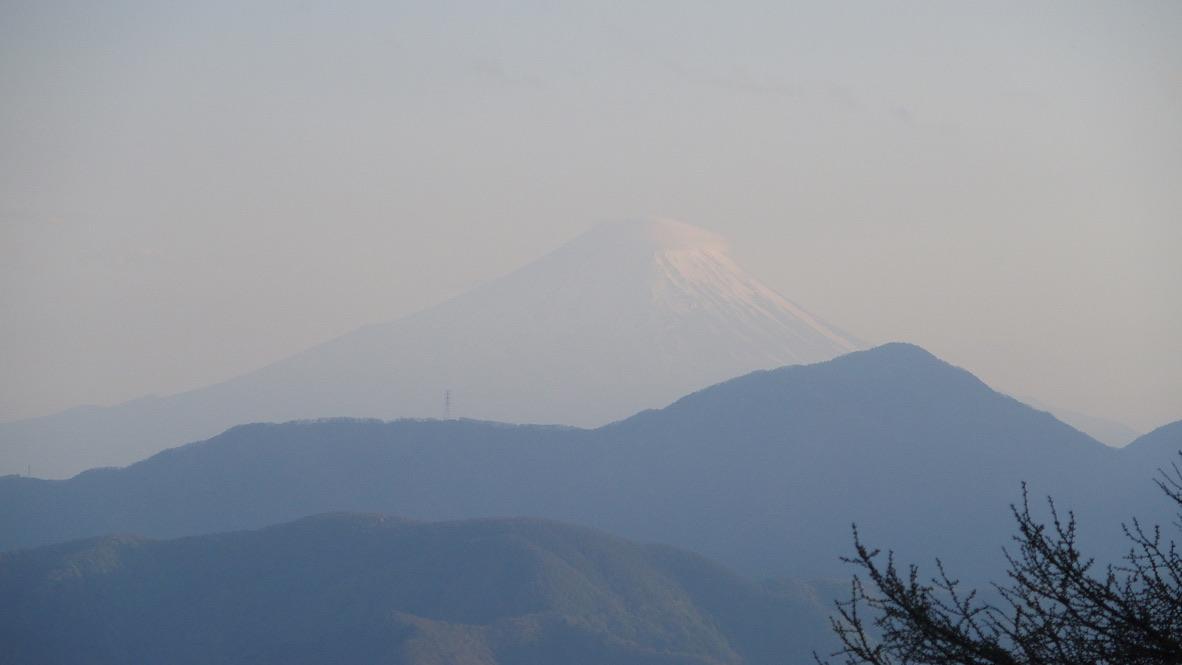 雲取山・七ツ石小屋からの夕方の富士
