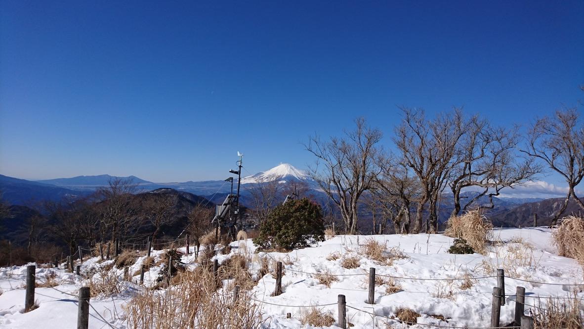 丹沢・鍋割山・山頂からの富士山