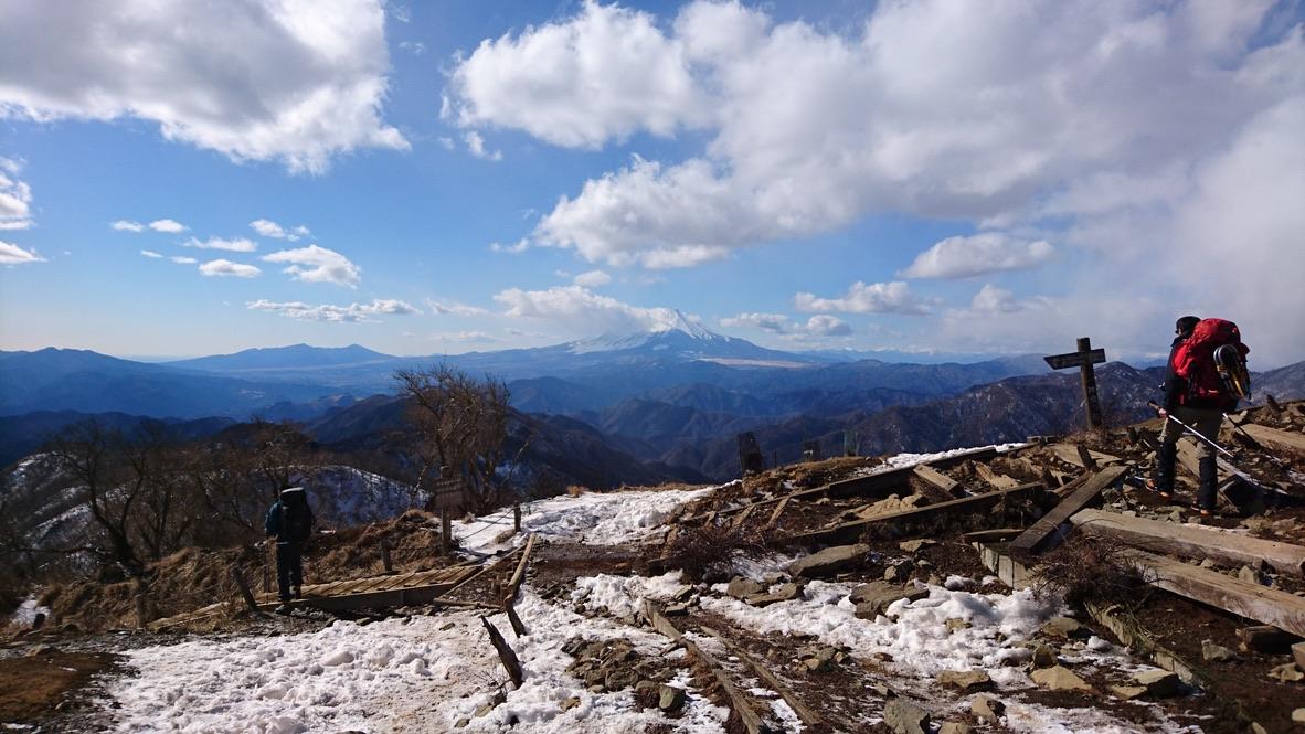 丹沢・塔ノ岳山頂からの富士山