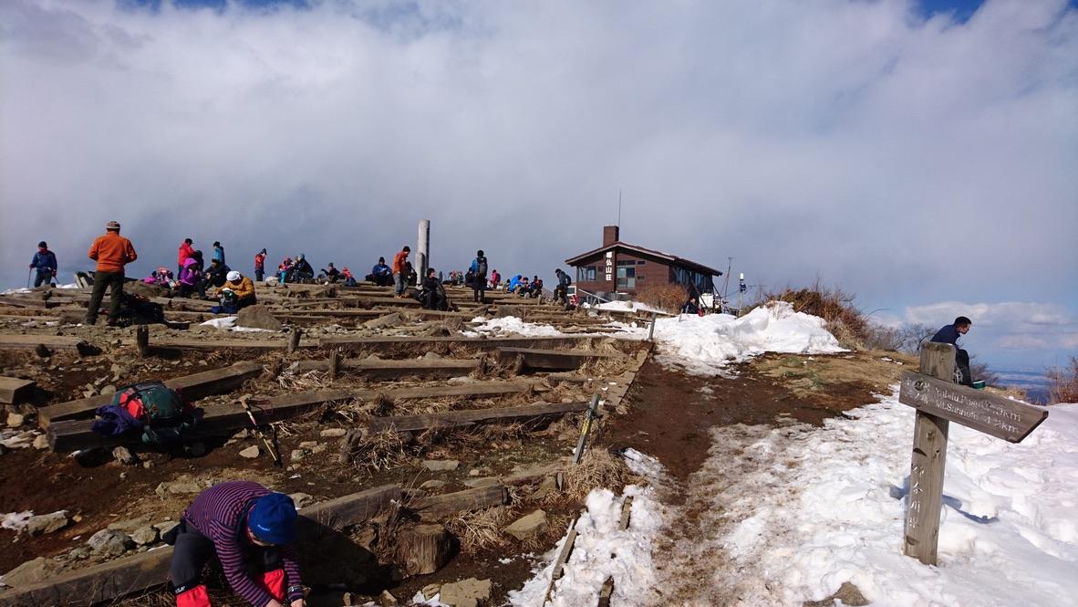 丹沢・塔ノ岳山頂、尊仏山荘向かいましょう