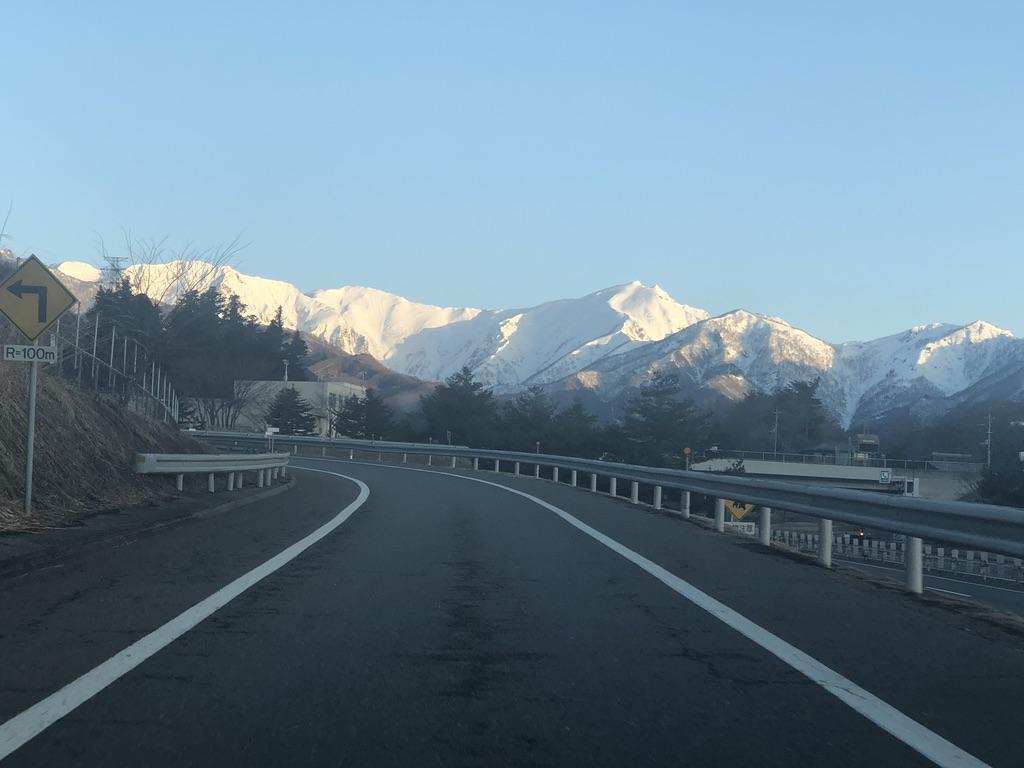 関越自動車道からの谷川岳